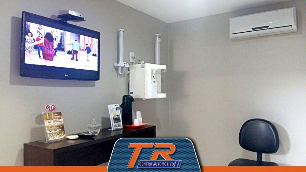 Sala de espera com TV, Água e Café